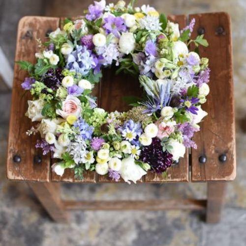 Special class**『マトリカリアとスカビオサと小花たちと、もしあったらスズランも♪初夏の庭リース』
