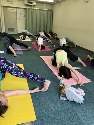 【大阪中津日曜日10:40~12:10】初めてのヴィンヤサヨガクラス vinyasa yoga basic
