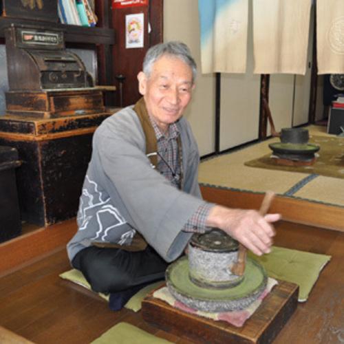 昔ながらの貴重な石臼で!抹茶挽き体験