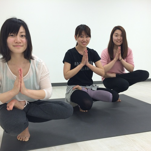 6/19(日)12:00〜12:40 美脚 yoga ~女性の大敵、冷えとむくみを撃退‼~