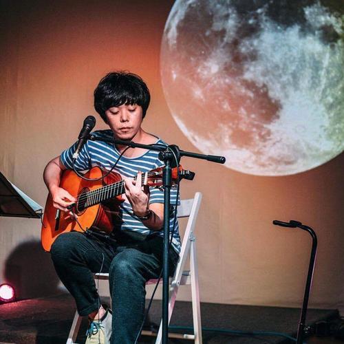 【4/8(日)成山 剛 LIVE at 小谷田潤 個展(手紙舎 2nd STORY)】
