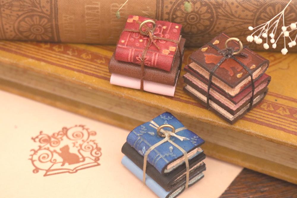 【haru】革で作る小さな洋古書