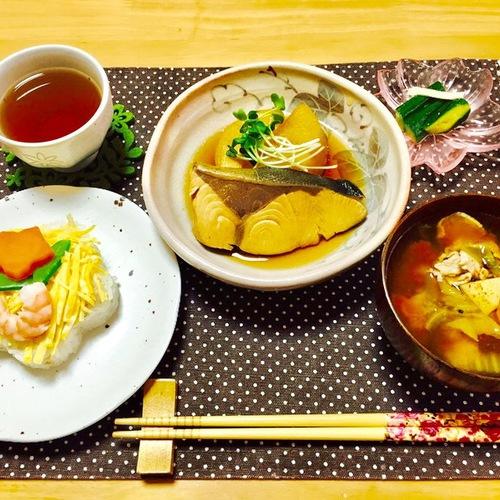 ブリ大根・とん汁・押し寿司・きゅうりのからし醤油漬け
