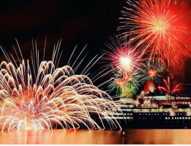 海&館山花火大会🎆 海で遊んで絶景夕日を見ながら海辺で寝転がって花火を見よう!!