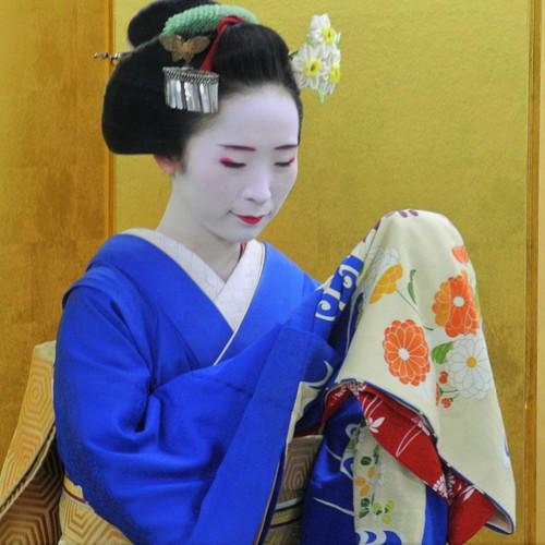 MEET MAIKO-舞鑑賞・舞妓さんと記念写真-