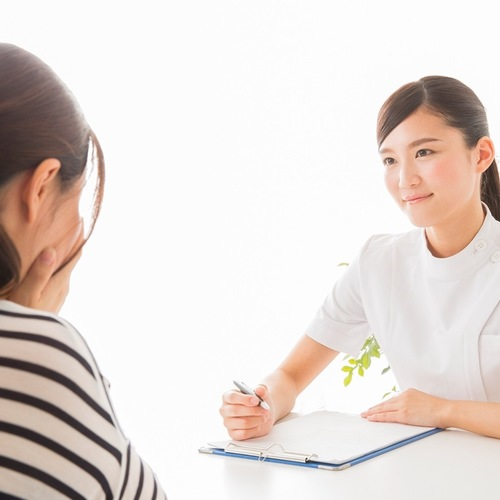 Health office Japan | State qualification holder performs treatment