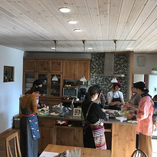 木のキッチンでお料理教室 「地産地消・旬の食材をたっぷり使ったひろしまごはん」