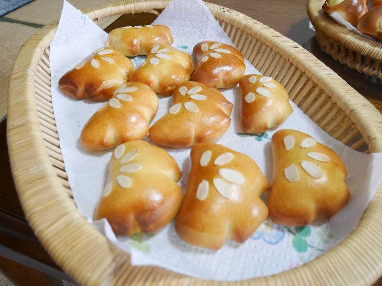 木のキッチンでパン教室   ①基本のパンクリームパン②ドイツパン カイザーゼンメル③簡単なお菓子