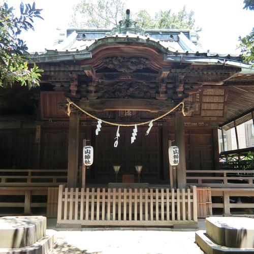 神社でヨガ