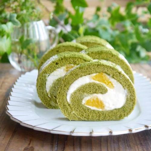 【 甘夏レアチーズと抹茶の米粉ロールケーキ 】