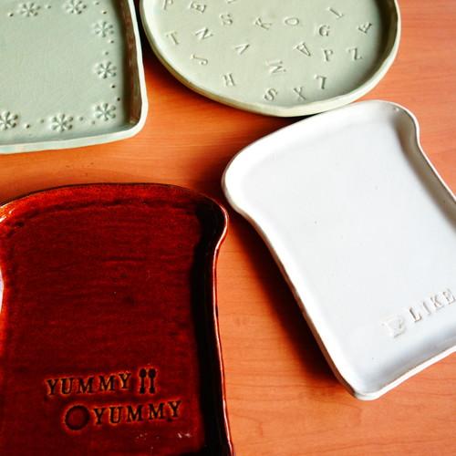 簡単!手びねり陶芸でお皿作り