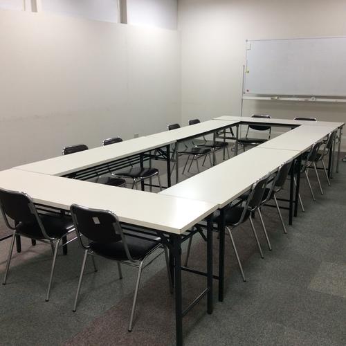 ワークショップ利用に最適な会議室【大】【30分2400円、30㎡:10~16名】