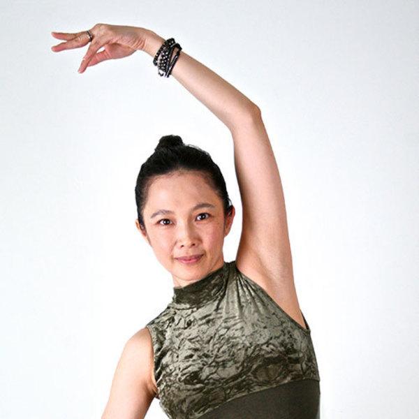 [18F1]4/18(土)9:00-10:00 Lily/Jivamukti Yoga