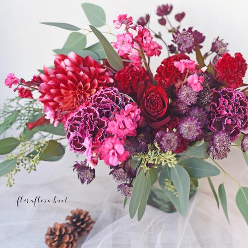 2019年12月前半 生花 紅い花たちのクリスマスアレンジメント