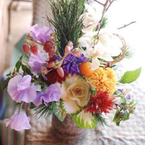 お正月を迎える花たち♪『竹つつアレンジ&ミニしめ縄飾り』