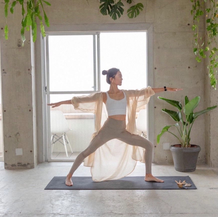 Morning Vinyasa Yoga (モーニングヴィンヤサヨガ)   CHIKA