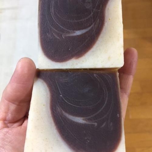 本格手作り石鹸~米ぬかとチョコレートのハーフハーフの石鹸