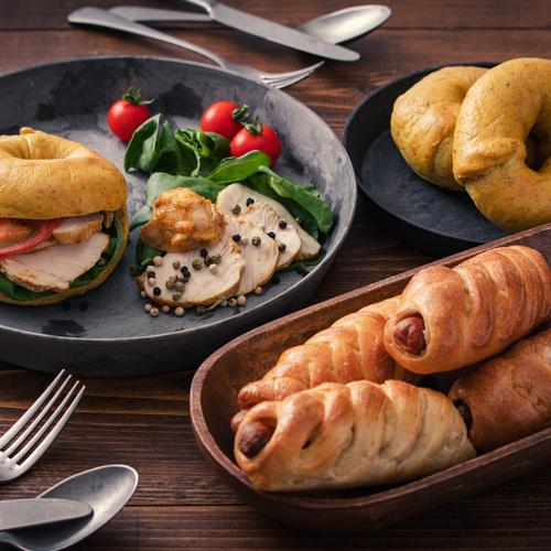 自家製酵母パン!2種のベーグル!マスタードウインナー&手作りスパイスでカレーベーグル、タンドリーチキン風味の鶏ハム