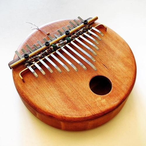 【福岡】満席・キャンセル待ち/親指だけで奏でる小さなピアノ-カリンバを心地よく奏でよう♫ カリンバ練習会