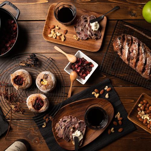 自家製酵母パン!贅沢赤ワイン仕込み、ドライフルーツ&ナッツ、りんごとベリーの赤ワイン煮&クリームチーズ、お土産付き!