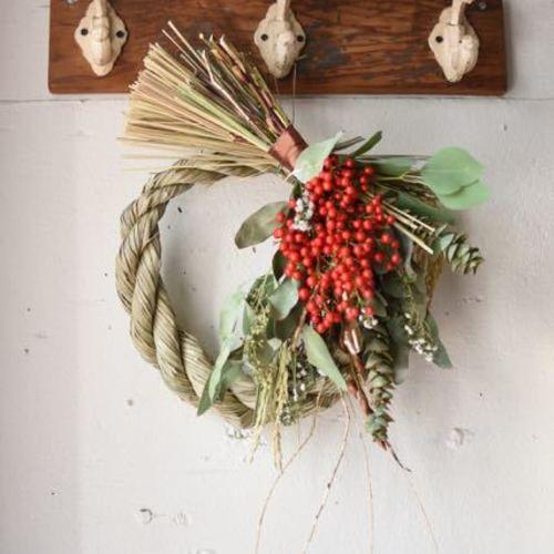 お正月を迎える花たち♪『獅子舞つき!南天たっぷり!ちょうど良いサイズのしめ縄リースとちいさなお飾り』