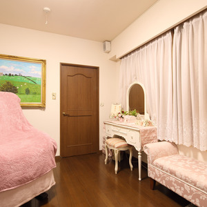 """4-minute walk from Yoyogi Park Station"" ester Beaute"