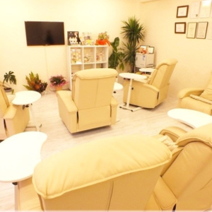 Whitening Salon PIJE White (삐제 화이트)