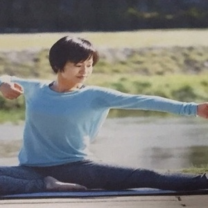 Ayumiルーシーダットン(タイ式ヨガ)